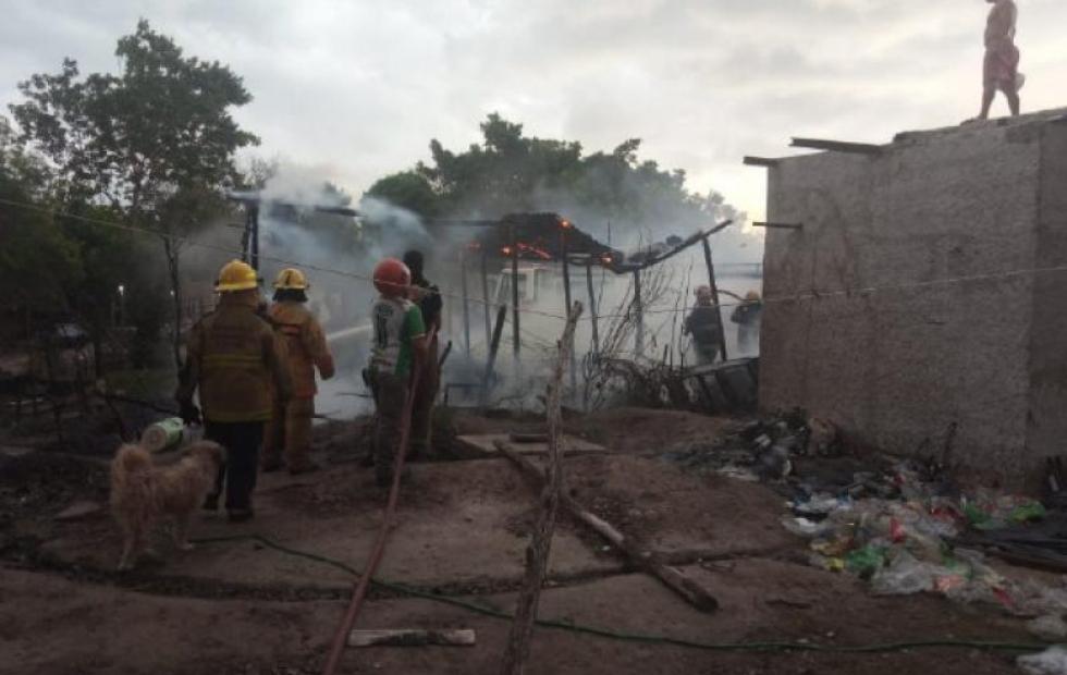 Incendio destruyó precaria casilla