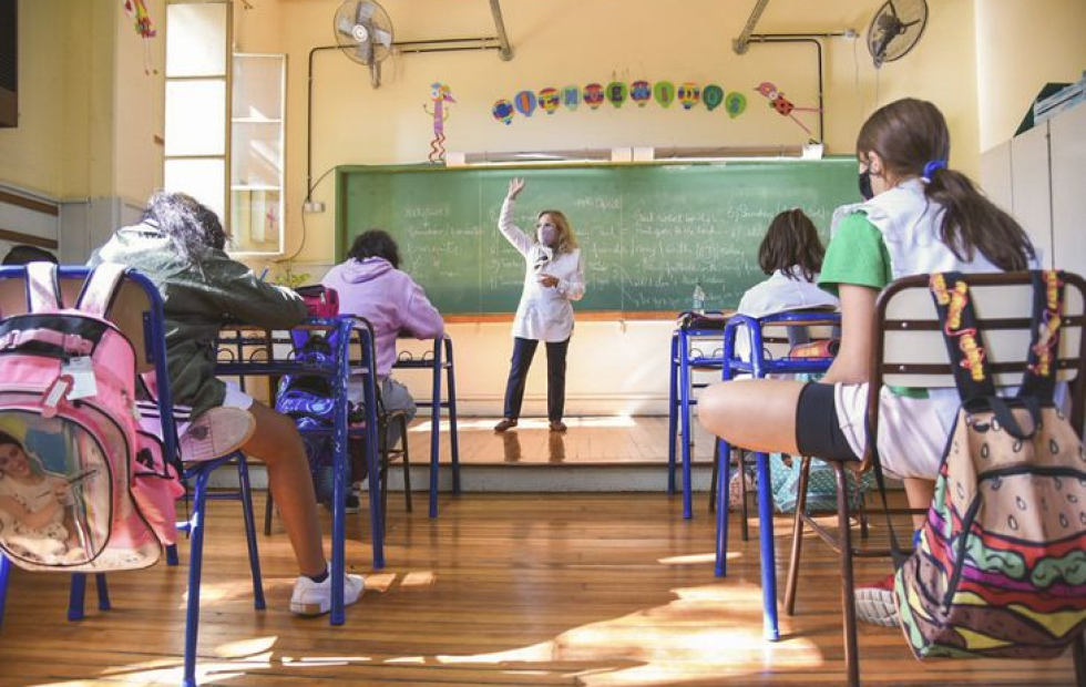 Ciclo lectivo 2022 en CABA: sin horas libres y con clases obligatorias los sábados