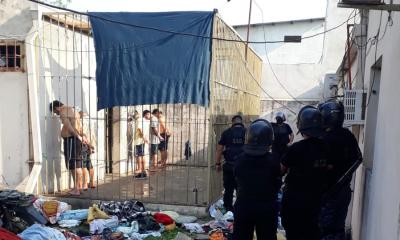 Incidentes entre detenidos de la Comisaría 13  por el robo de un celular