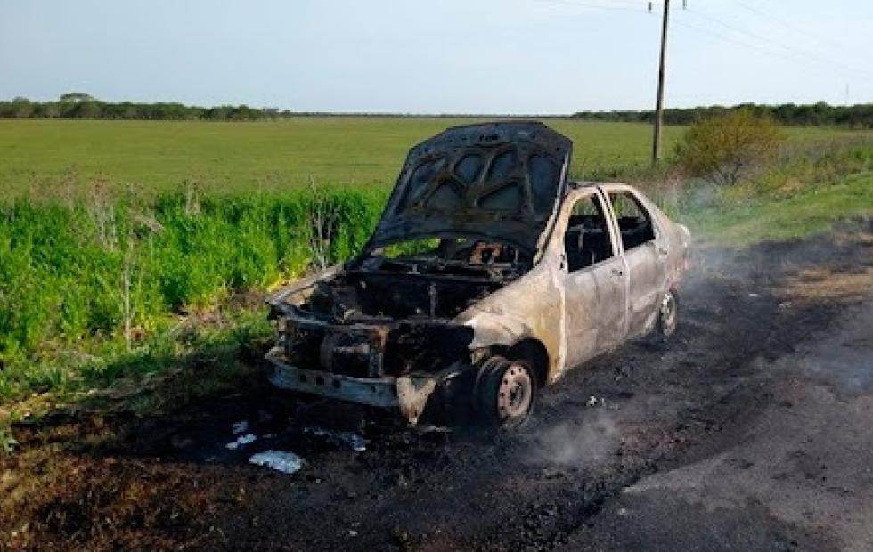 Corrientes: una familia salvó su vida de milagro tras el incendio de un auto en pleno viaje