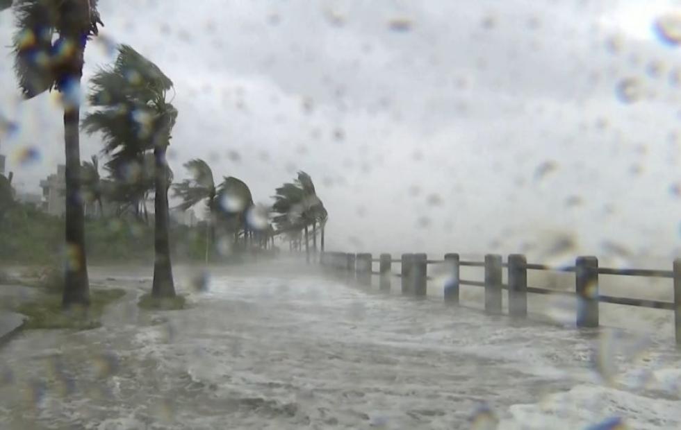 Vídeo: Tifón Kompasu deja decenas de muertos en China
