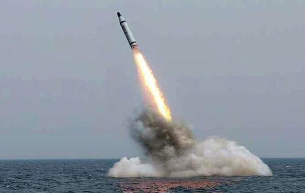 Corea del Sur lanzó su primer misil desde un submarino y suma tensión con el norte
