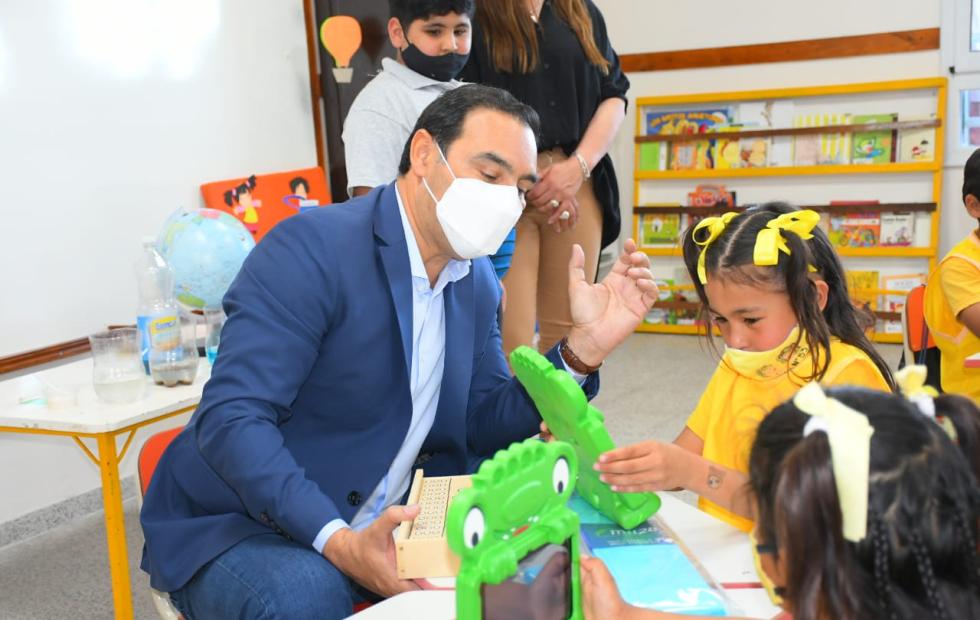 Valdés inauguró un JIN y destacó la labor de los docentes correntinos