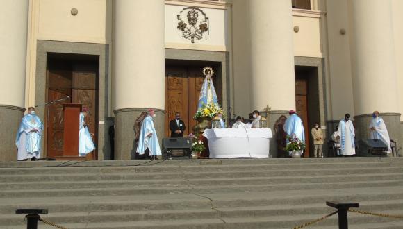 Peregrinos de todo el país llegaron hasta la Basílica de Itatí