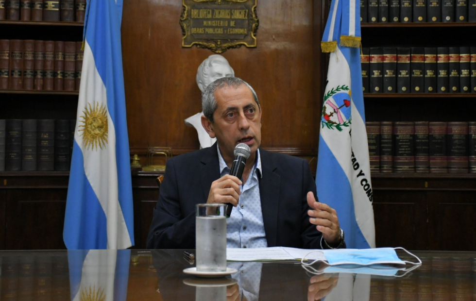 """Aseguran que """"se está trabajando"""" para dar un aumento salarial a estatales de Corrientes"""