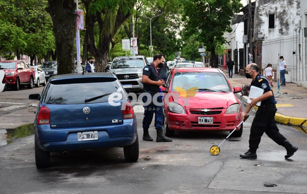 Fuerte choque frente a plaza La Cruz: Solo daños materiales